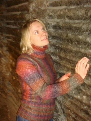 сиреневый свитер из мохера,